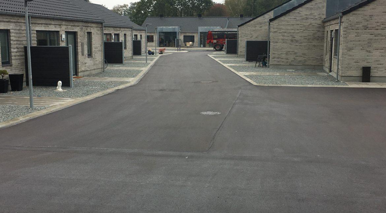 Nyt asfalt er kommet på ved de første blokke